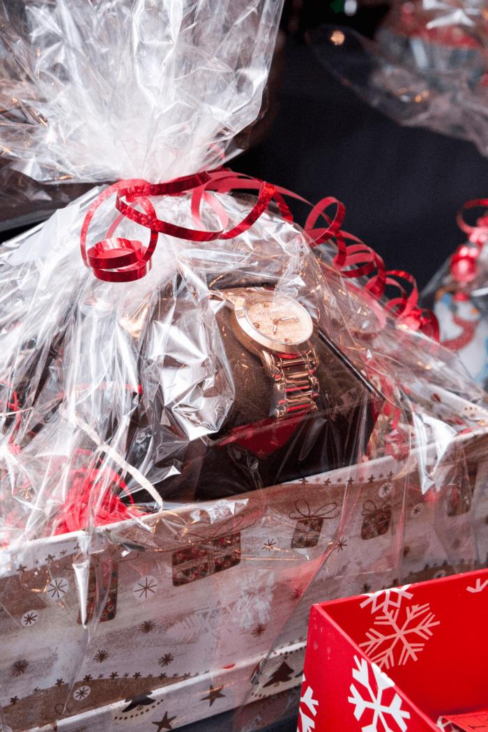 18 Heartfelt Christmas Gift Basket Ideas For Mom