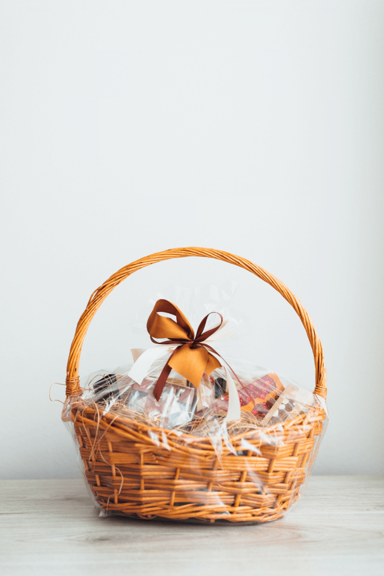 what to put in a housewarming gift basket