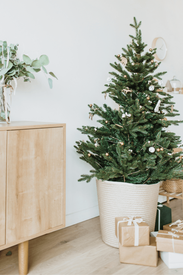 18 Minimalist Christmas Decor On A Budget For A Cute & Cozy Christmas
